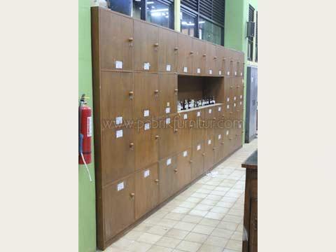 lemari-locker-kayu-solid